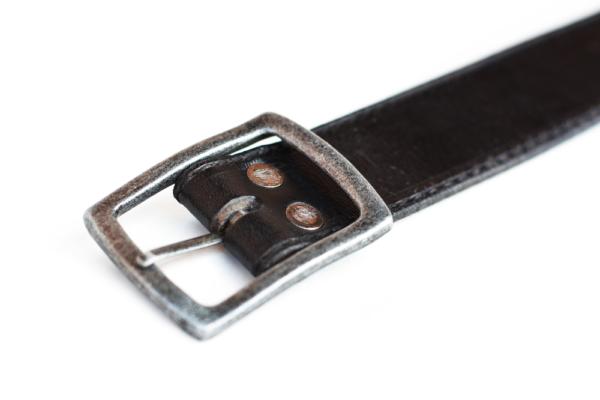 Černý kožený opasek s černým prošíváním