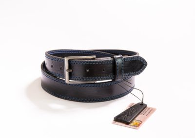 006 – Kožený opasek černý s tmavě modrým dvojitým prošíváním